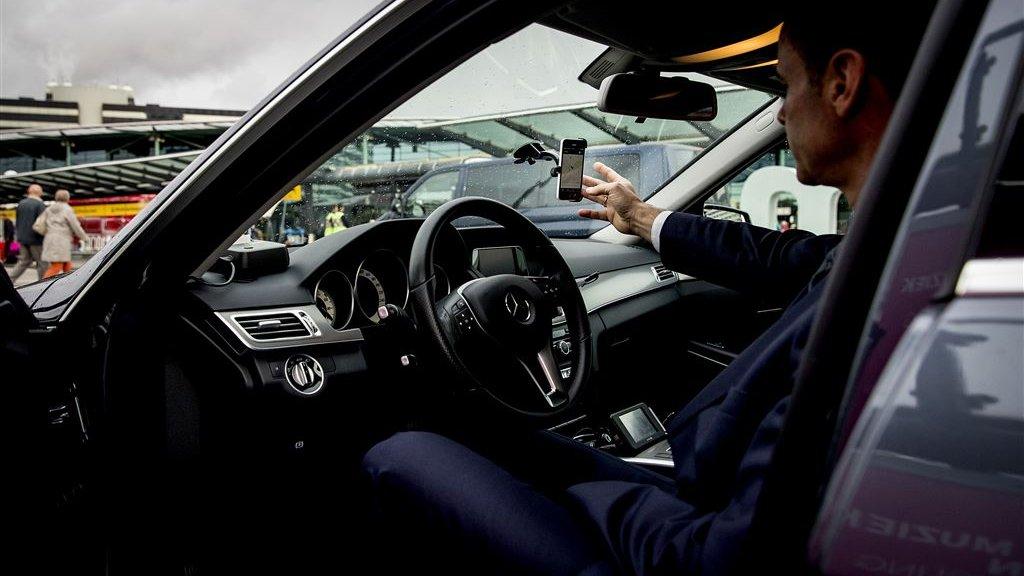 Chauffeurs Van Uber Hebben Sinds November 2016 Een Eigen Standplaats Op Schiphol Beeld Anp
