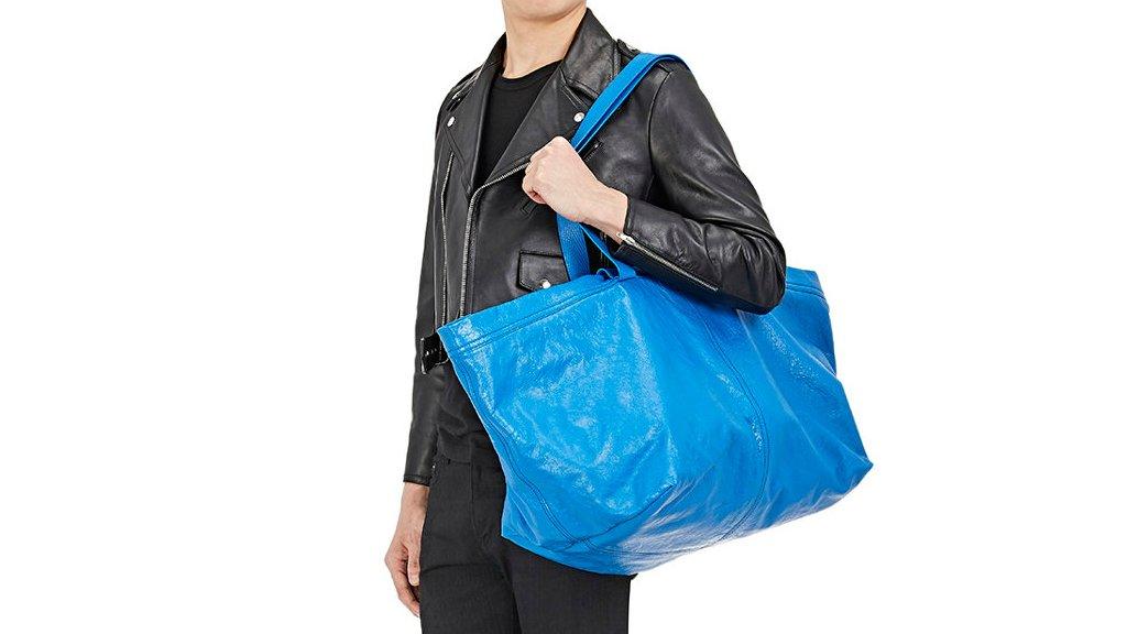 Spaans modehuis Balenciaga lanceert  Ikea-tas  van 1700 euro  47f3ddf621
