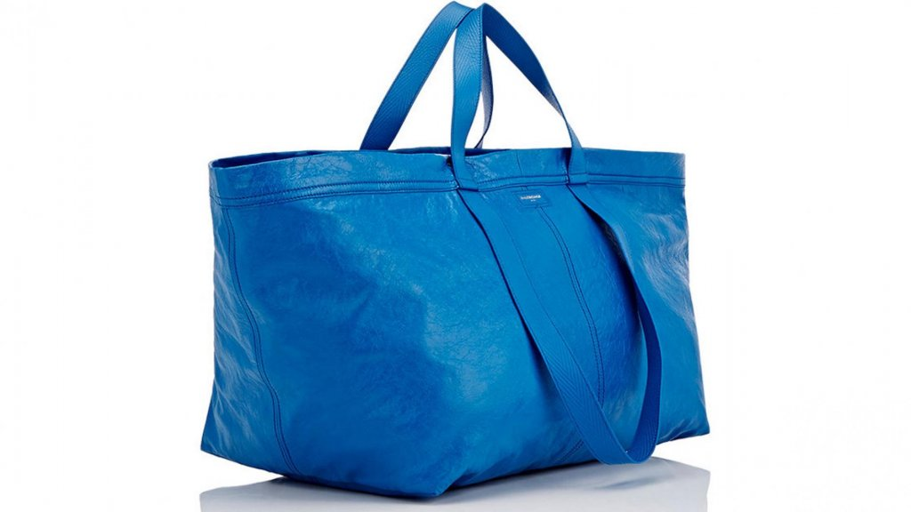 Briljante reactie Ikea op  kopie  blauwe tas van modehuis Balenciaga ... f948c0c3fb