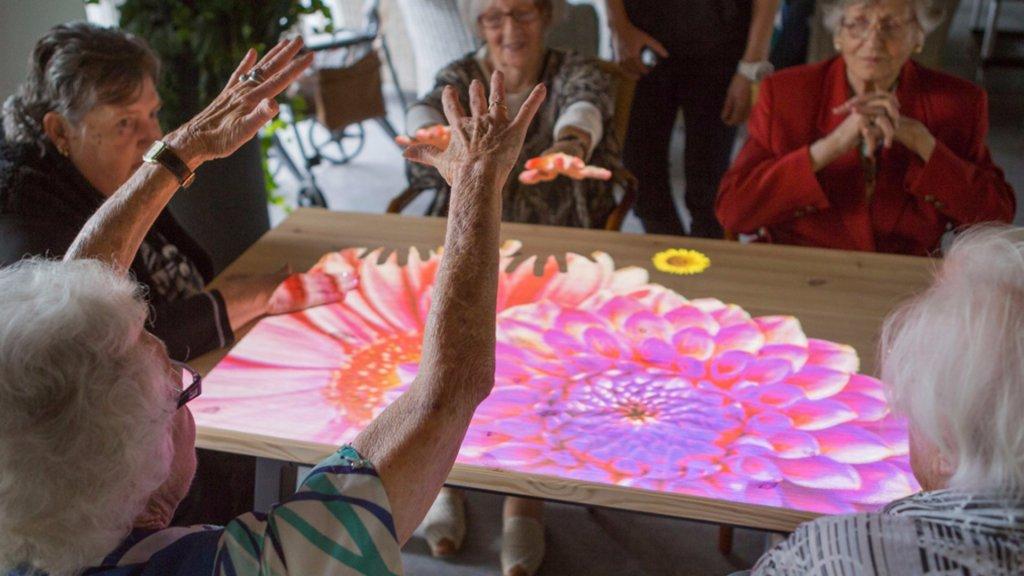 Magnifiek Nederlandse Tovertafel houdt dementerende ouderen actief | RTL Nieuws @TN68