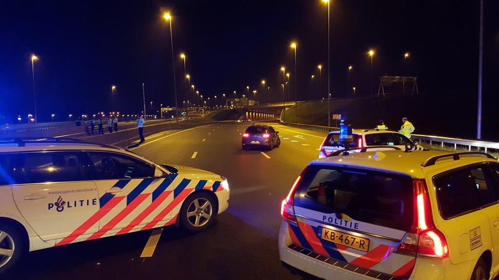Motorrijder komt om bij ongeluk op A1 bij Muiden.