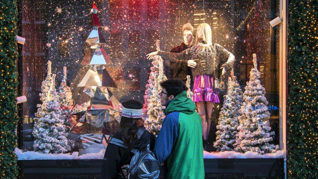 340d3b4bb10 Een jaar werk en één nacht tijd voor 'magische' kerstetalage Bijenkorf    RTLZ
