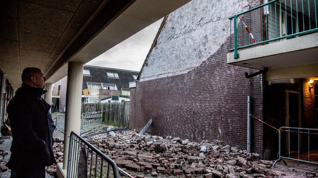 Storm vernielt complete gevel van nieuw huis gisteren pas de