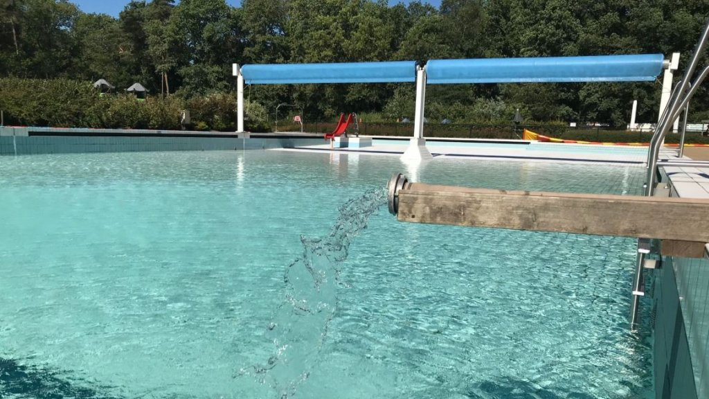 59bd565f5c2 Foutje medewerker: zwembad verliest 600.000 liter water | RTL Nieuws