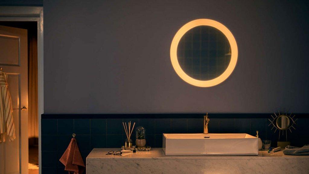 Philips hue krijgt led strip voor buiten en meer lampen bright