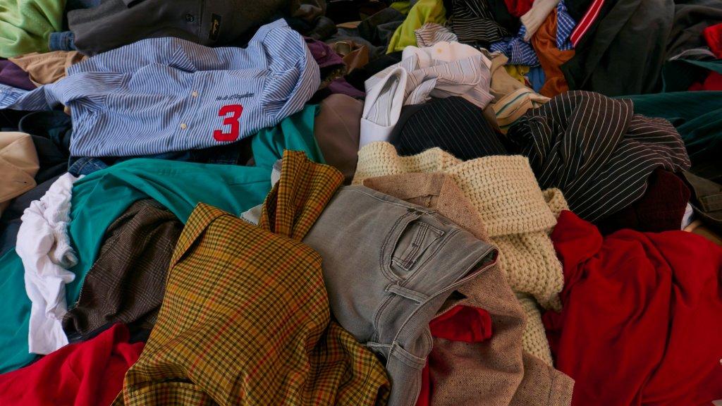 d71427530d7ef9 De textielafvalberg groeit. Wat doen we met al die afgedankte kleding?  Beeld © Getty