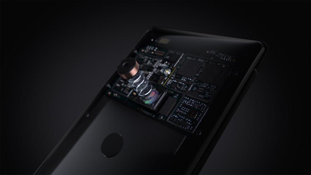 f5b7570110c Die camera heeft net als veel andere premium toestellen een stand die  scherptediepte simuleert en de achtergrond ...