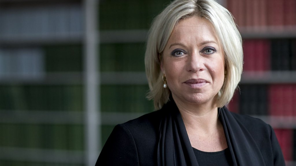 Oud-minister Hennis is nu VN-gezant in Irak.