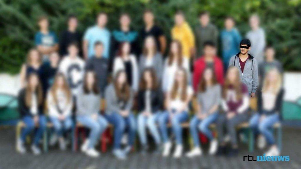 Een oud-klasgenoot deelde een klassenfoto van van Jawed S. uit het schooljaar 2016-2017.