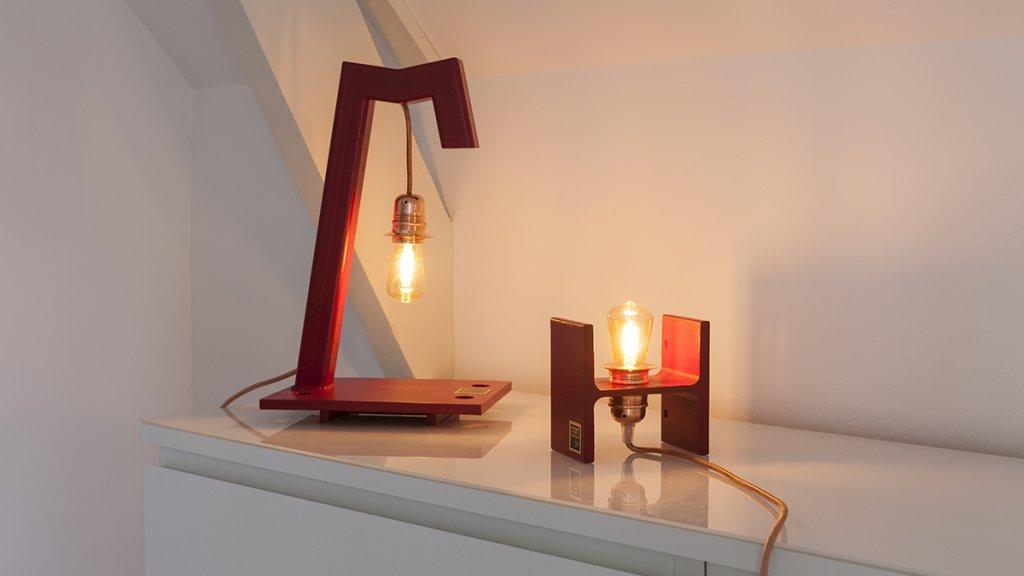 Lamp van de oude staalconstructies van de Willemsbrug.