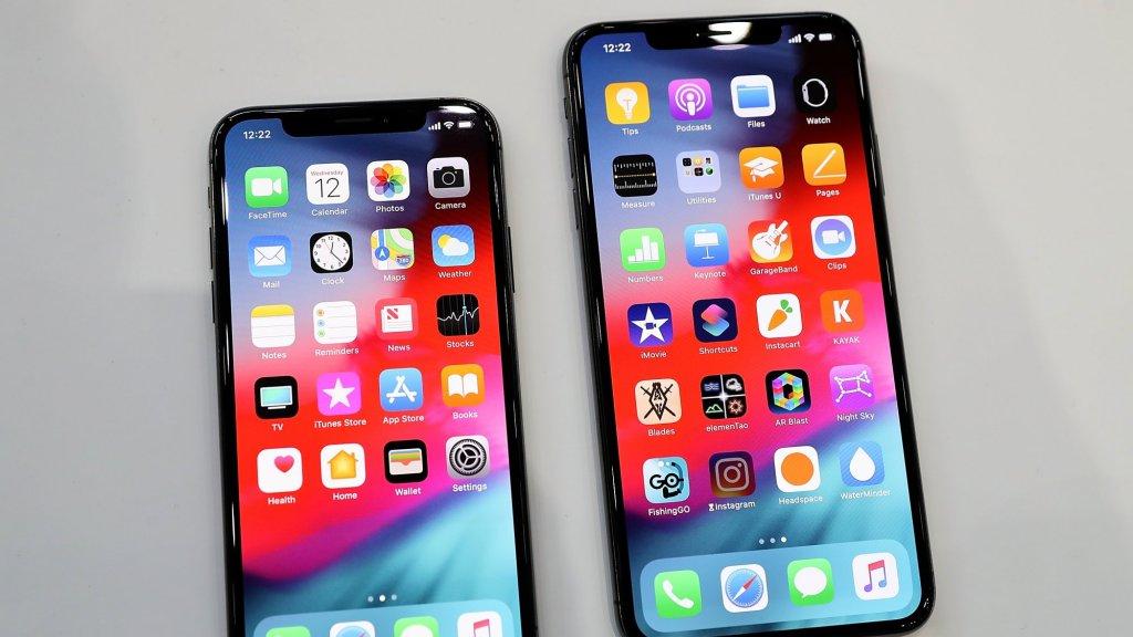 De iPhone Xs (links) en iPhone Xs Max