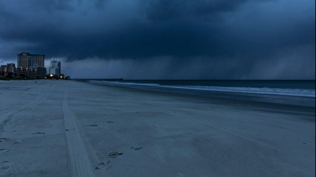 Orkaan Florence Bijna Aan Land Duizenden Mensen Al Zonder Stroom