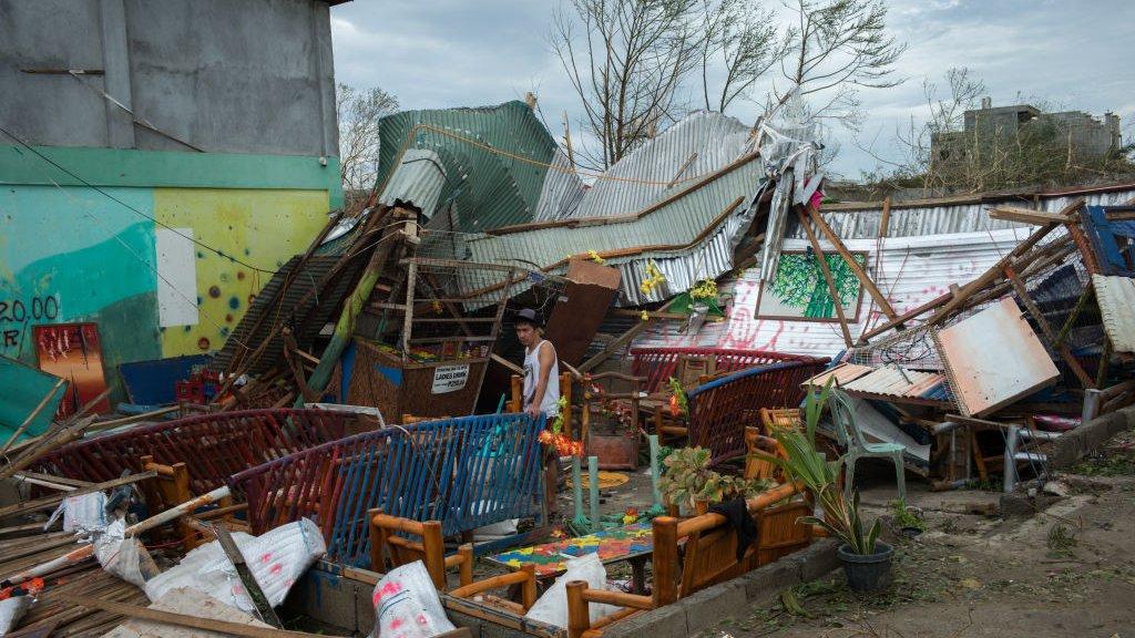 Mangkhut laat een spoor van vernieling achter op de Filipijnen.