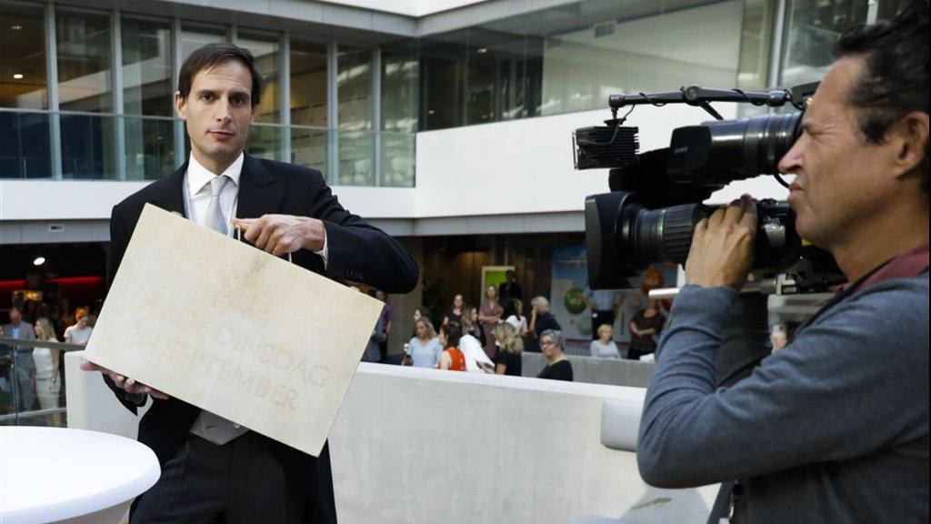 Minister van Financiën Wopke Hoekstra met het koffertje, vorig jaar.
