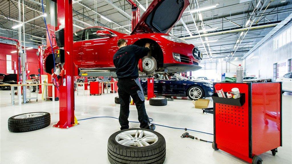 Elektrische Auto Repareren Duurder Maar Verzekeren Valt Wel Mee Rtlz