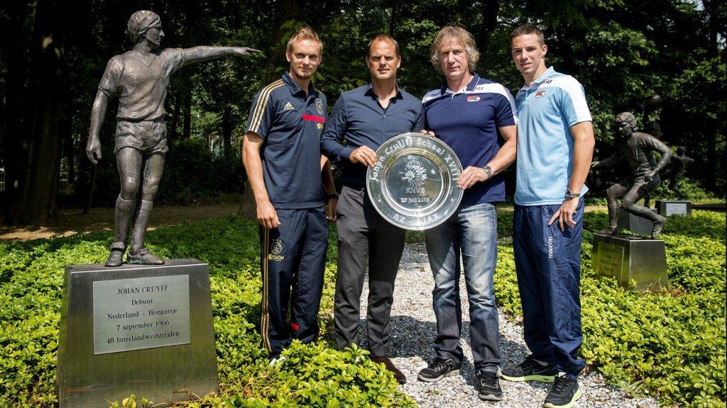 Ook bij het KNVB-kantoor in Zeist staat al een beeldje van Cruijff.
