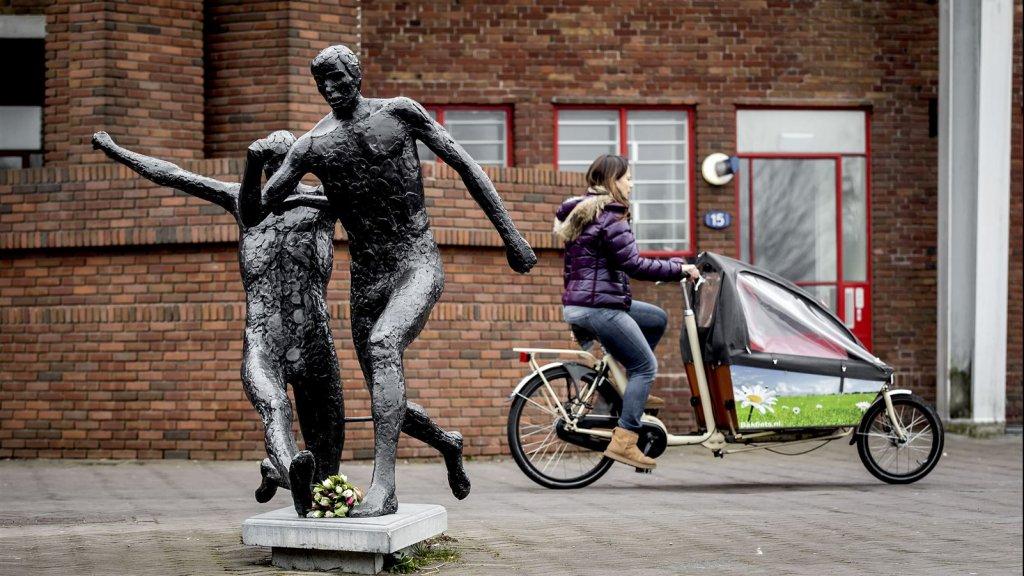 Bij het Olympisch Stadion in Amsterdam staat al een beeld van Cruijff in actie.