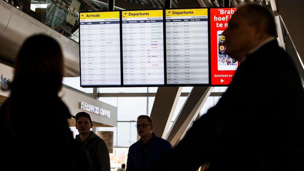 Reizigers op Eindhoven Airport ondervinden hinder door een staking van het cabinepersoneel en piloten van Ryanair.