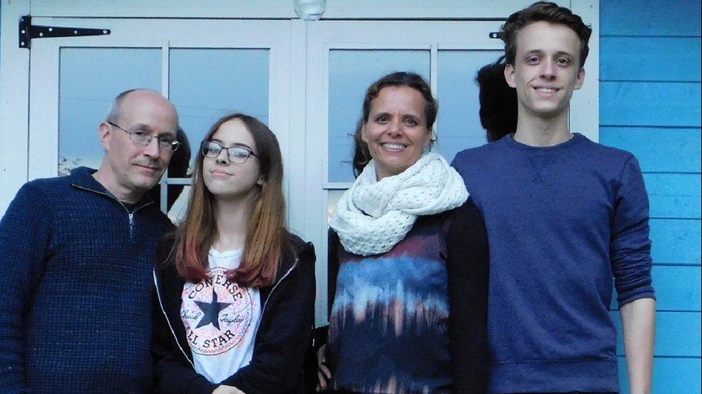 Desiree Farla (tweede van rechts) met haar man en kinderen.