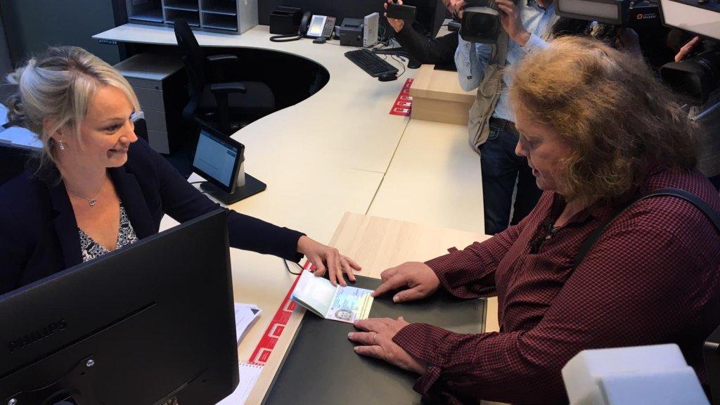 Leonne heeft vandaag haar paspoort opgehaald bij de gemeente Breda.