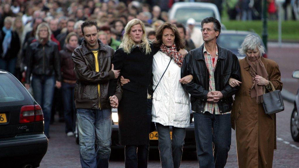 De familie Beemsterboer tijdens de stille tocht die voor Nadine gehouden werd.