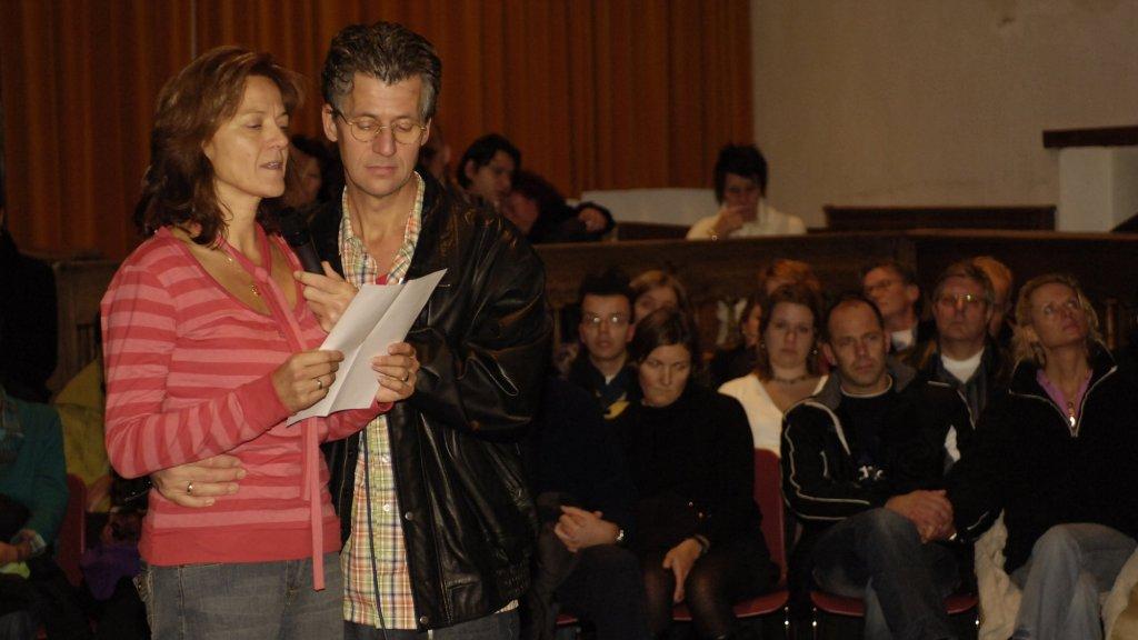 Wanda en Jacques spreken op de uitvaart van Nadine.