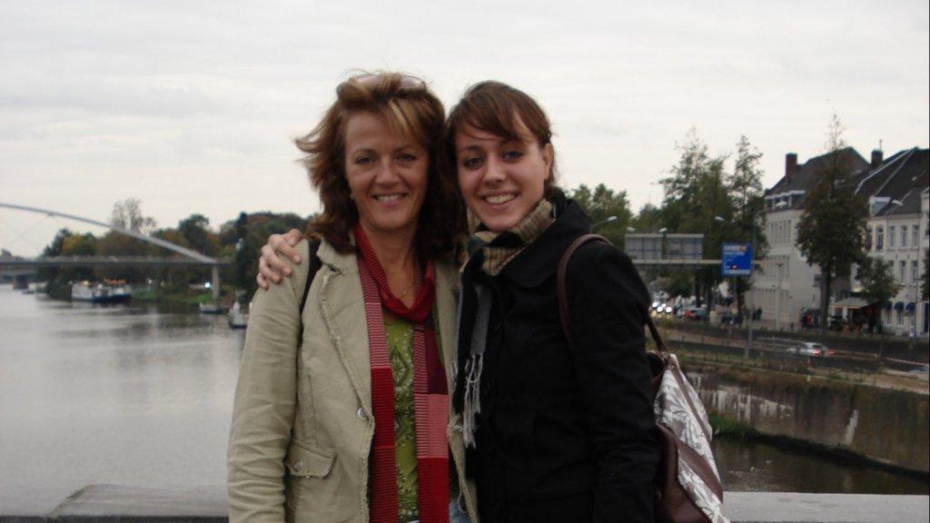 Wanda en Nadine na een dagje shoppen, wat ze vaak samen deden.