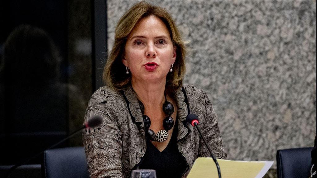 Minister Cora van Nieuwenhuizen tijdens een debat over de stint.