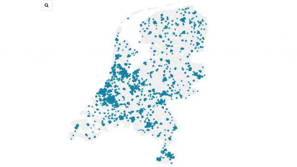 De stipjes in deze afbeelding staan voor buurten met meer dan tweederde sociale huurwoningen. Dit zijn niet perse probleemwijken.