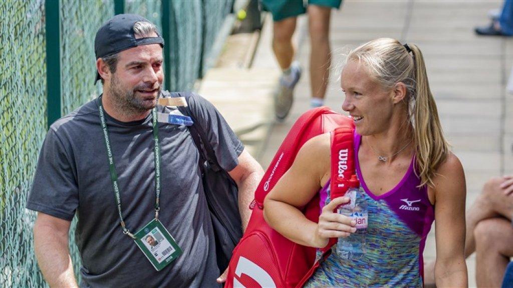 Coach Raemon Sluiter en Kiki Bertens voorafgaand aan de kwartfinale van het Wimbledon tennistoernooi