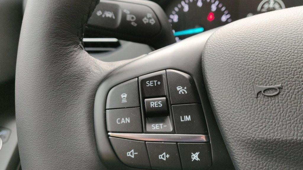 Instelling radar cruise control en achter het stuur de lane keeping