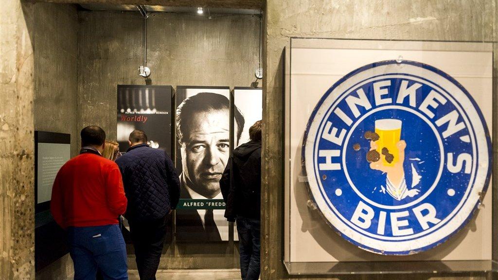 Freddy Heineken in de Heineken Experience in Amsterdam