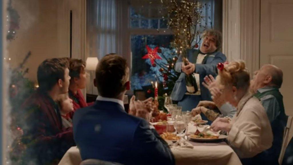 Plus Kerst Reclame.Tranentrekkers Voor De Feestdagen Kerstcommercials Steeds