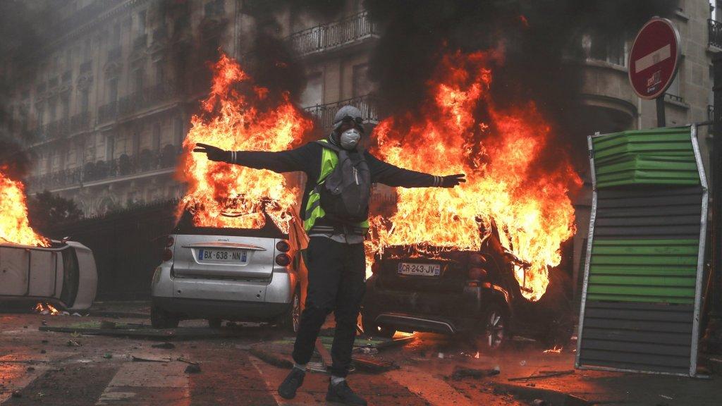 De gele hesjes-demonstranten in Frankrijk willen lagere brandstofprijzen