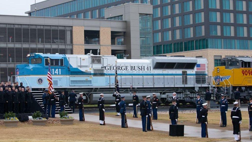 De trein waarmee het lichaam van Bush naar zijn laatste rustplaats werd gebracht