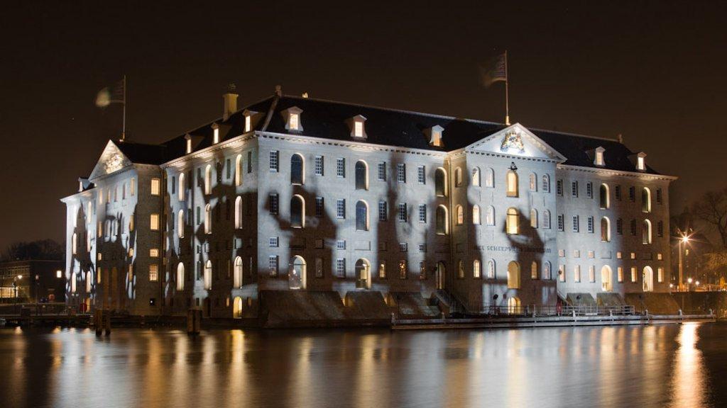 Het Scheepvaartmuseum tijdens Amsterdam Light Festival