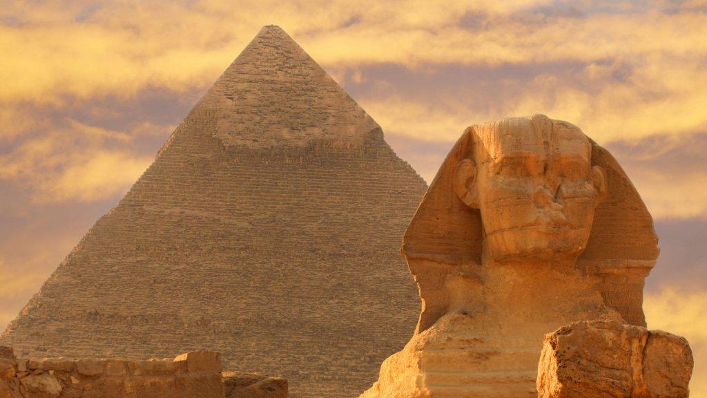 Piramide van Giza en de Sphinx bij Caïro