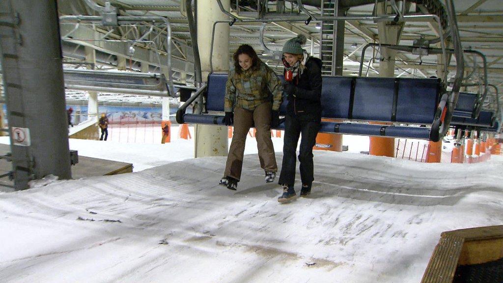 Shirley en verslaggeefster Lonneke staan weer veilig aan de grond