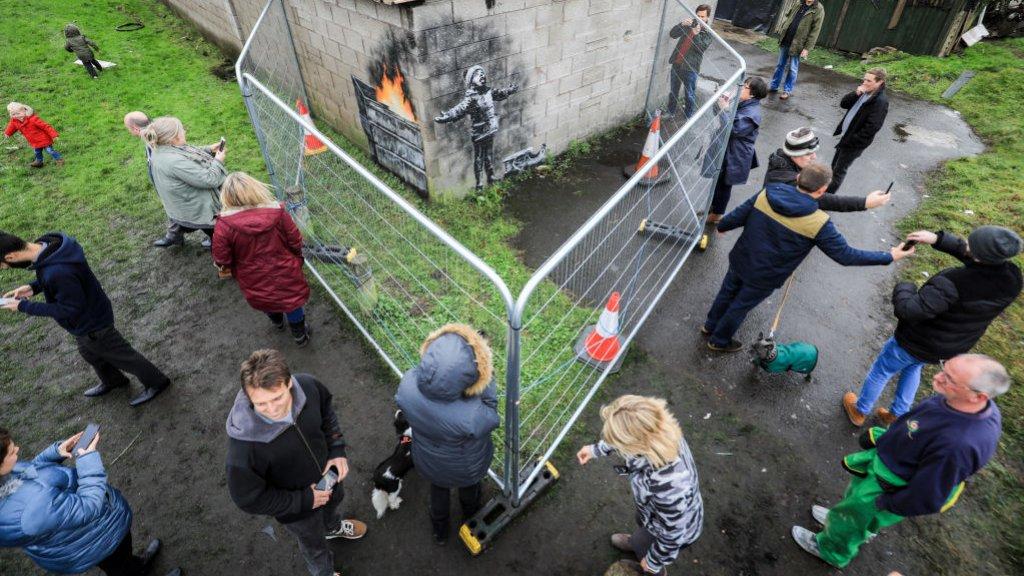 Irritatie over kunstwerk Banksy op garage: Ik mis mijn oude leven