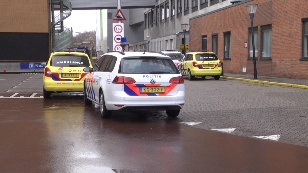 Politieauto bij het UMCG.