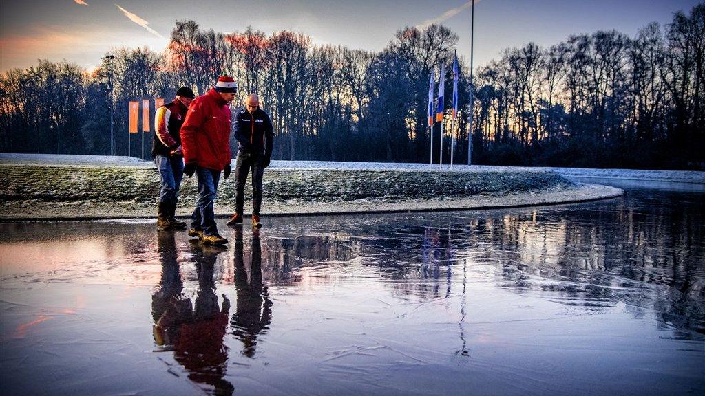 Eerste schaatsmarathon op natuurijs vanavond in Haaksbergen