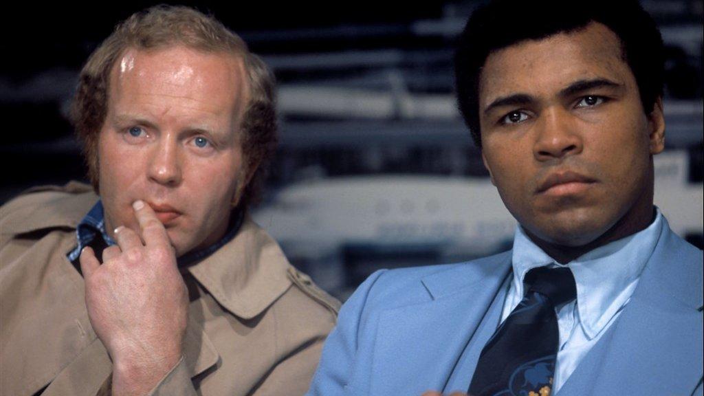 Rudi Lubbers naast Muhammad Ali