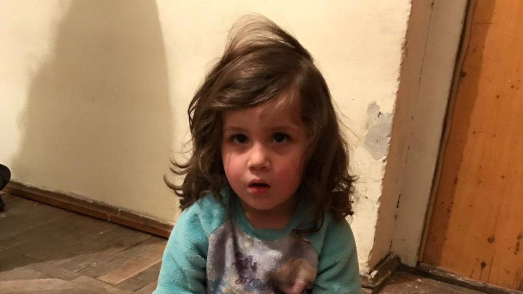 Het meisje Shushan woont sinds 1,5 week in Armenië