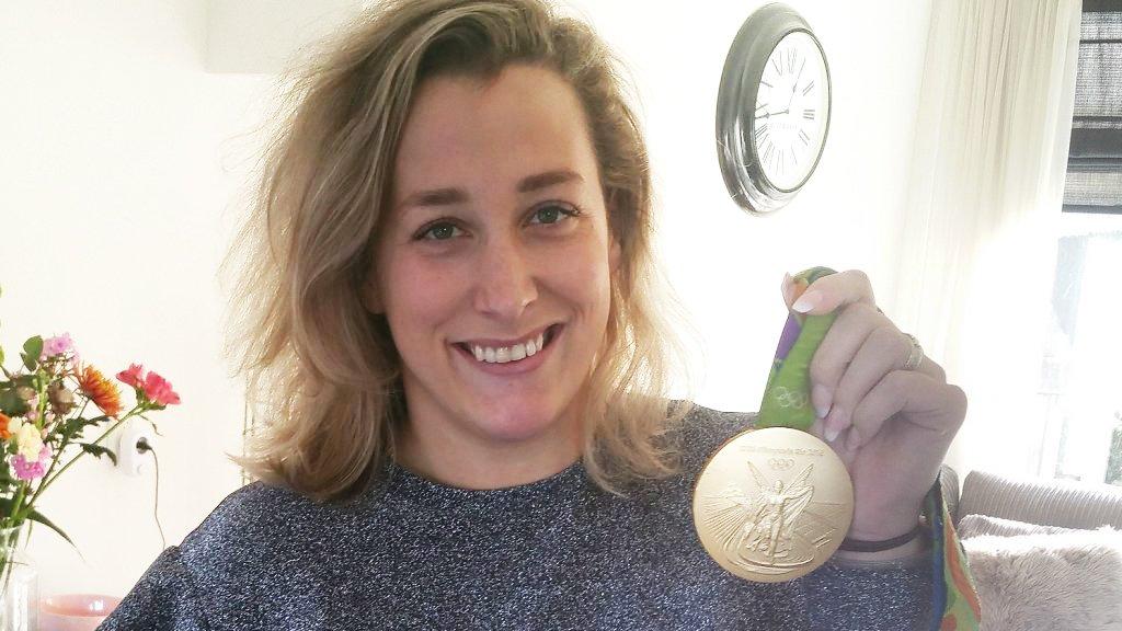 Elis en haar gouden medaille.