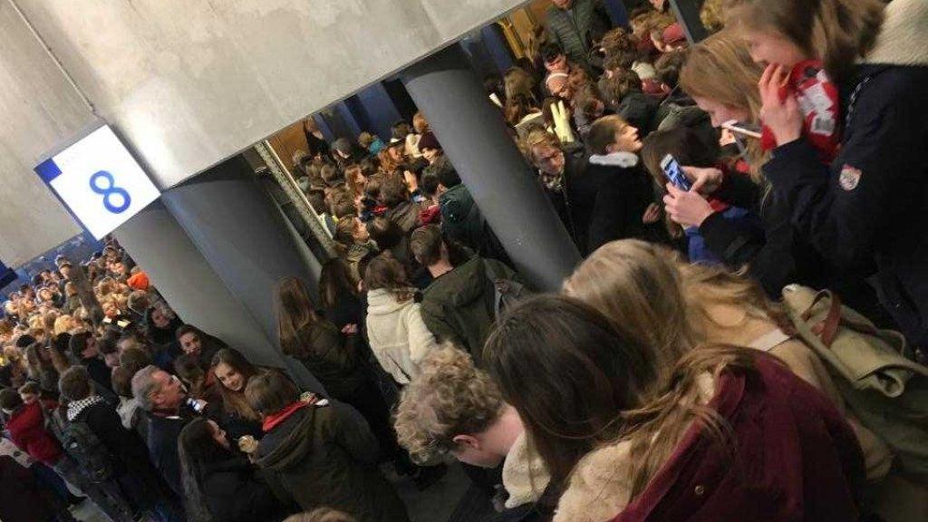90c8bb952cf Trein en perrons puilen uit: scholieren massaal naar Den Haag