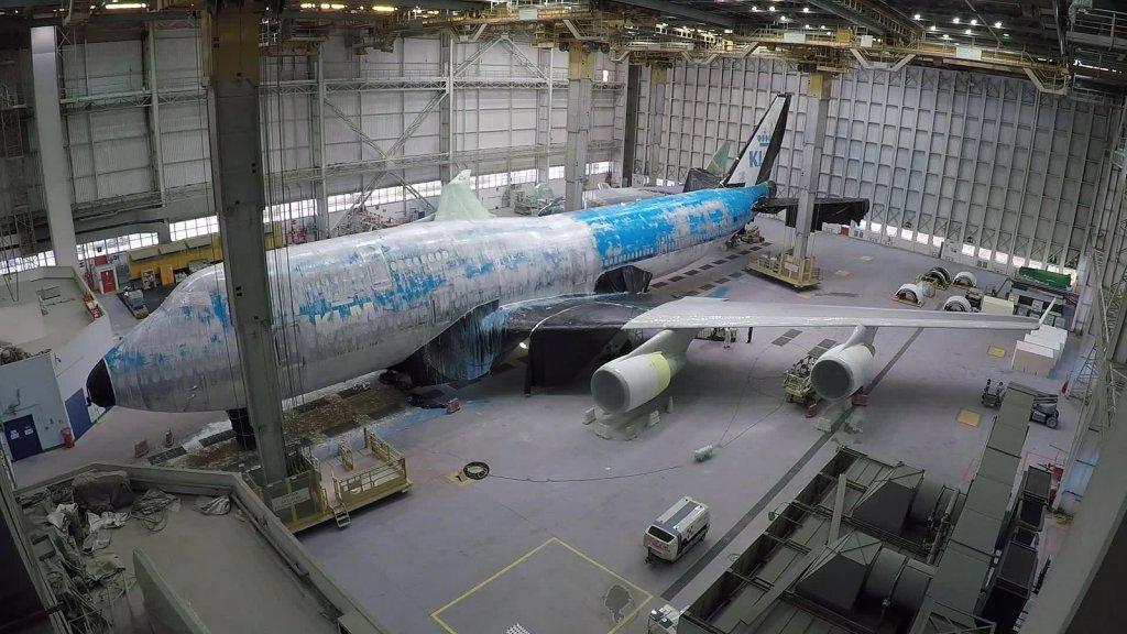 De kleuren van KLM moesten er eerst af.