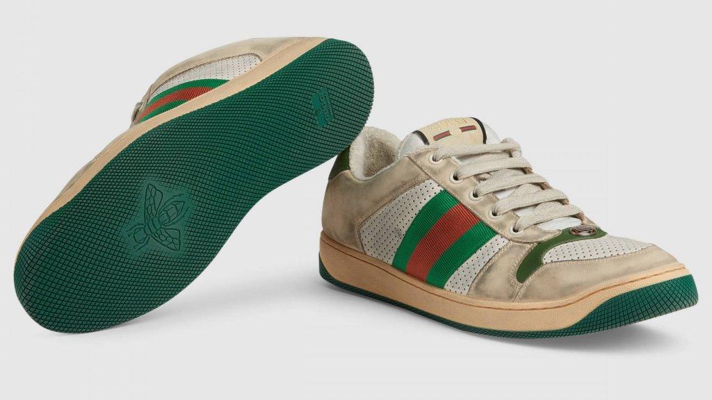 De sneakers zijn voorzien van speciaal 'wit' leer.