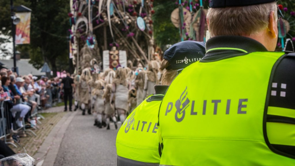 Gewonden na instorten praalwagen in 't Goy