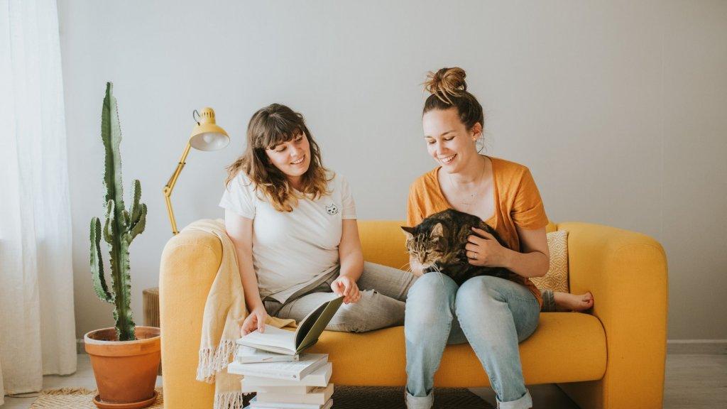 Jessie (links) en haar zus Nicky.