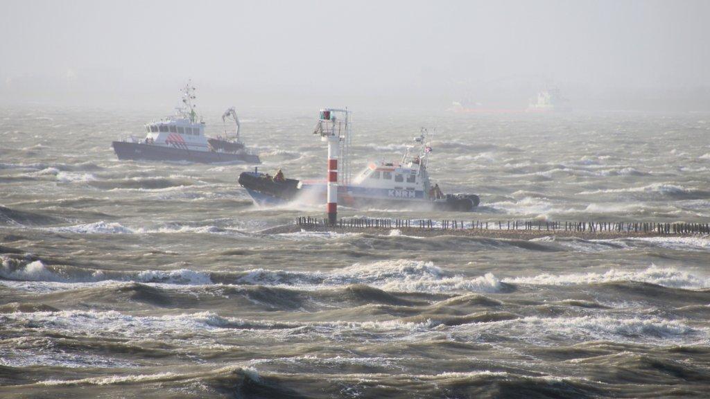 Twee reddingsboten zochten overdag vergeefs naar het vermiste bemanningslid